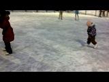 Как Ирочка научилась кататься на коньках.